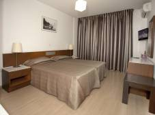 Фото отеля Petrou Bros Hotel Apartments